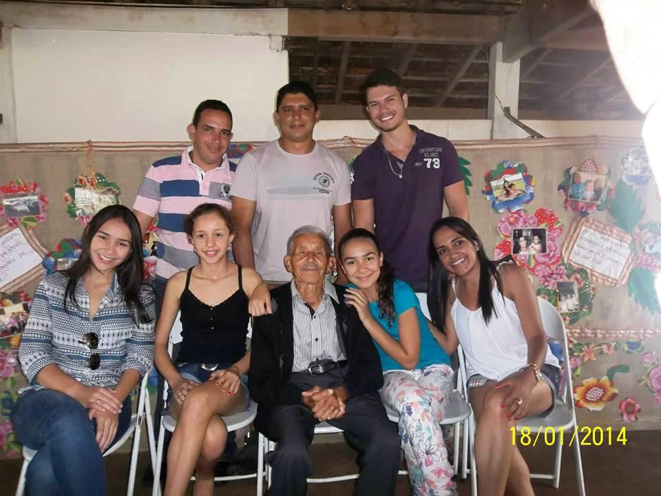Da esquerda, de pé: Rogério, Ricardo e Thiago; sentadas: Laura, Lara Helena, Ana Clara e Juliana
