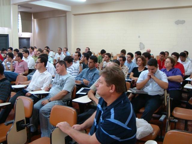 Professores e alunos na aula inaugural do CEARP em 01.02.2010