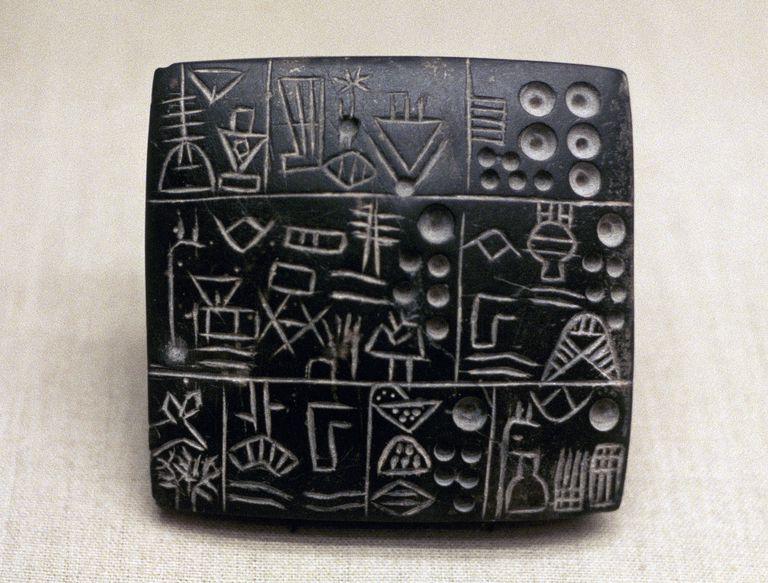 Tabuinha com escrita protocuneiforme de Uruk IV, ca. 3200 a.C.