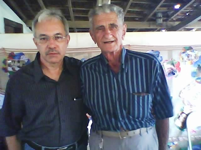 Dindinho, ou tio Clóvis, irmão de mamãe, e eu. No dia 18.01.2014 na festa dos 90 anos de papai