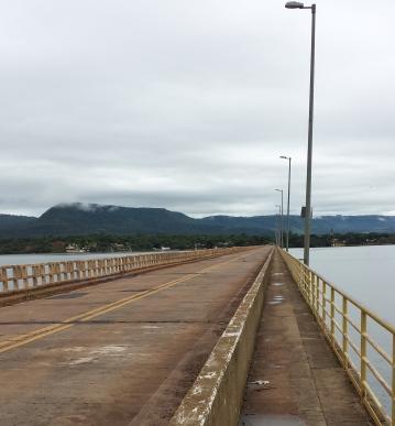 Ponte sobre o Rio Grande na divisa de SP com MG