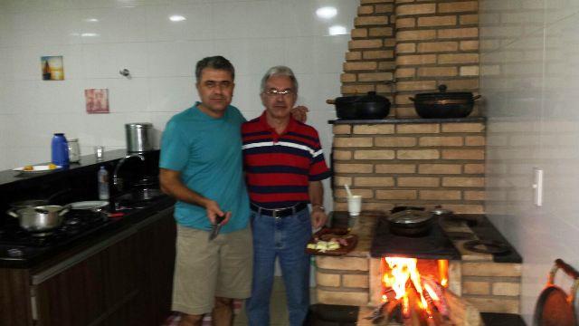 Geraldo e eu no fogão a lenha