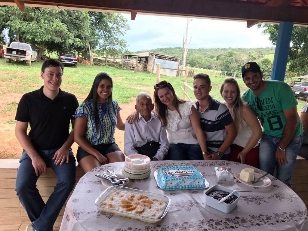 Zé Nicolau comemora seus 93 anos com amigos