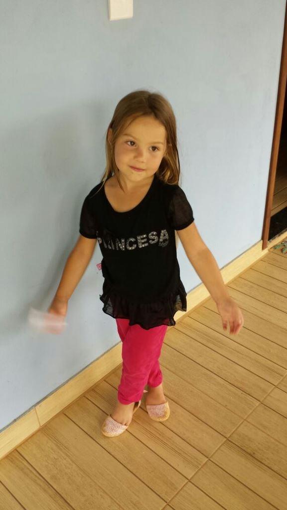 Mariana, filha de César e Adriana, é neta do tio Tonico
